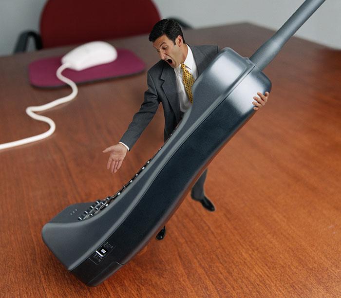 Бизнесмен теряет лицо при телефонных переговорах