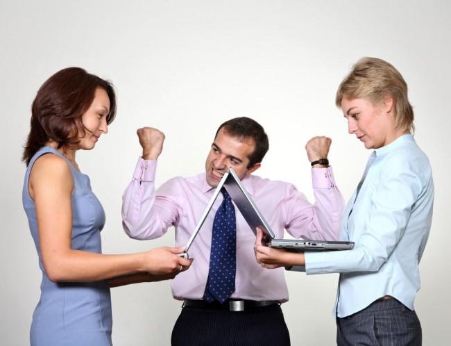 Работодатель требует конкуренции двух сотрудников