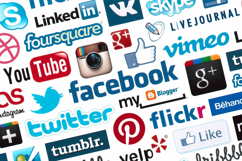 Социальные сети: стоит ли добавлять в них коллег