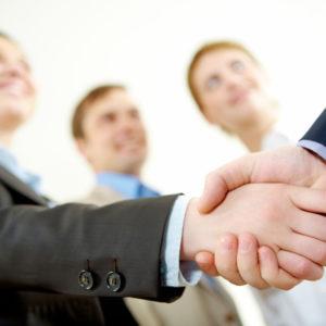 Этикет рукопожатия и его значение при деловой встрече
