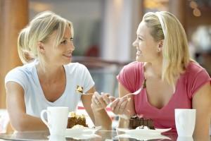 Обедающие женщины