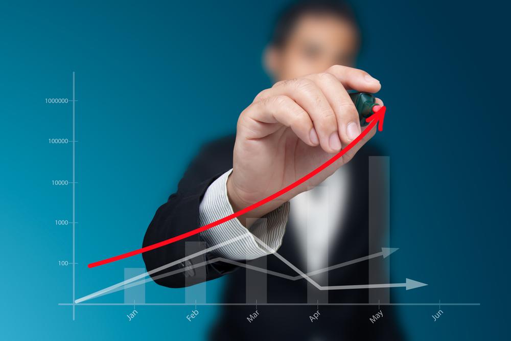 Бизнесмен рисует график