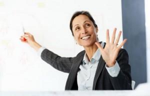деловая женщина с открытой ладонью