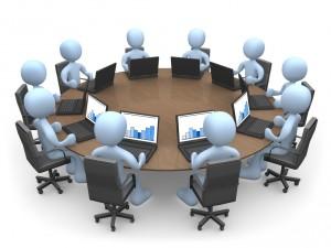 клип арт: круглый стол, за ним 10 человечков с ноутбуками