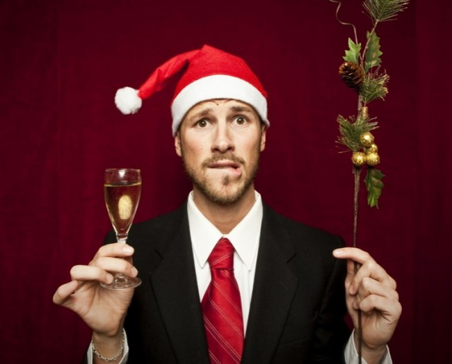 мужчина подготовился к новогоднему корпоративу