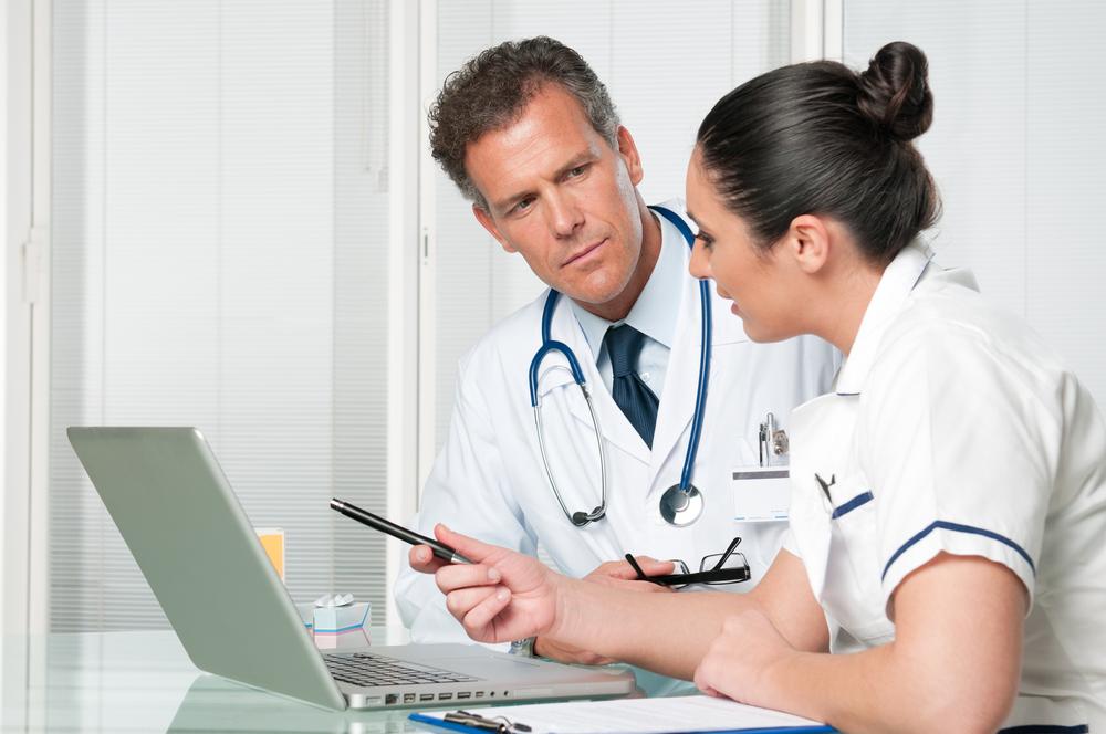 врачи обсуждают результаты