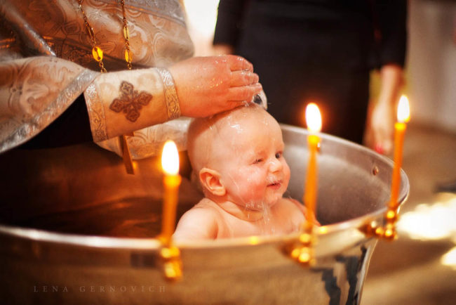 Как крестить ребенка — особенности и правила
