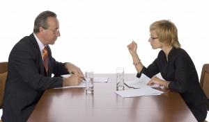 Мужчина и женщина на переговорах